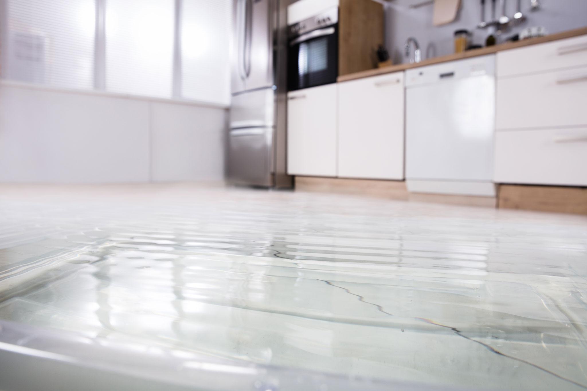 Gefluteter Fußboden in der Küche